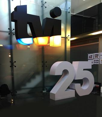 TVI | Logótipo em monobloco com iluminação LED