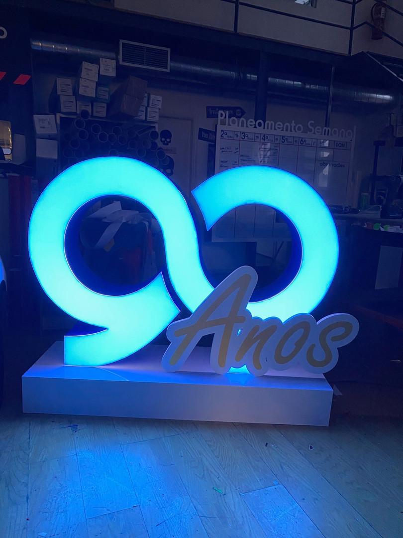 Very Cool | Letras monobloco com iluminação LED