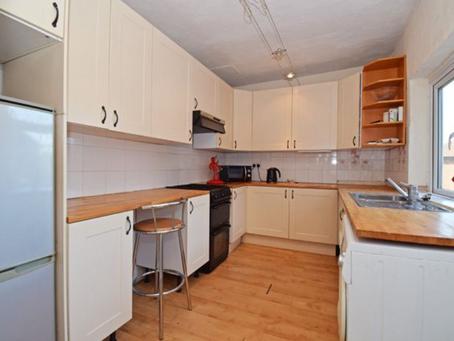 😍【投資自住皆宜 · 筍盤】 近 Leeds, Wakefield WF2 | 三房排屋 | 八八折 | £ 110,000