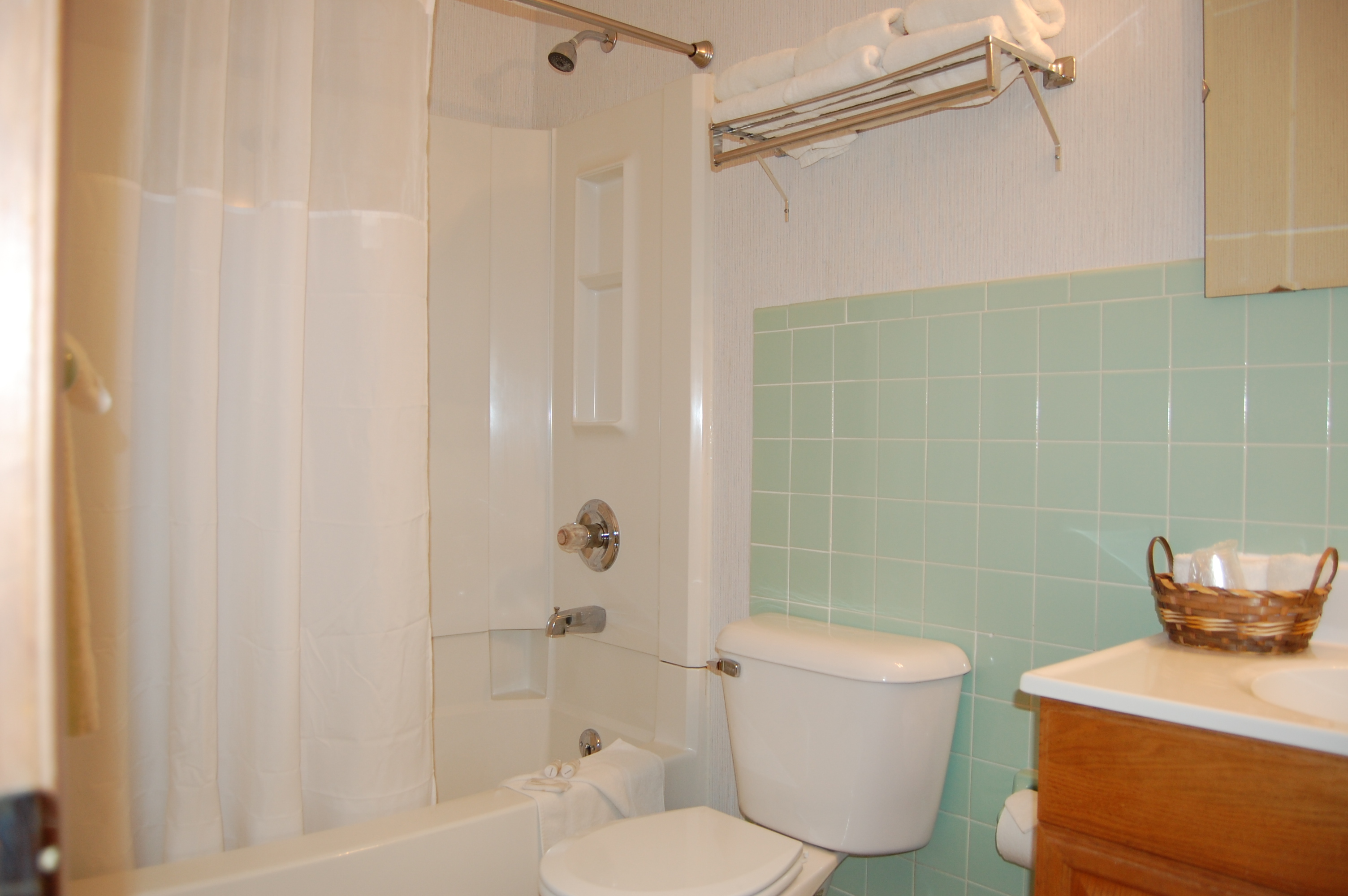Three-bed private bathroom