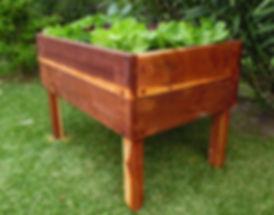 Huerta elevada con madera de quebracho