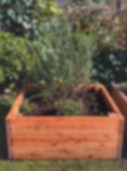 Huerta al piso con tres tablones de altura, madera de eucaliptus