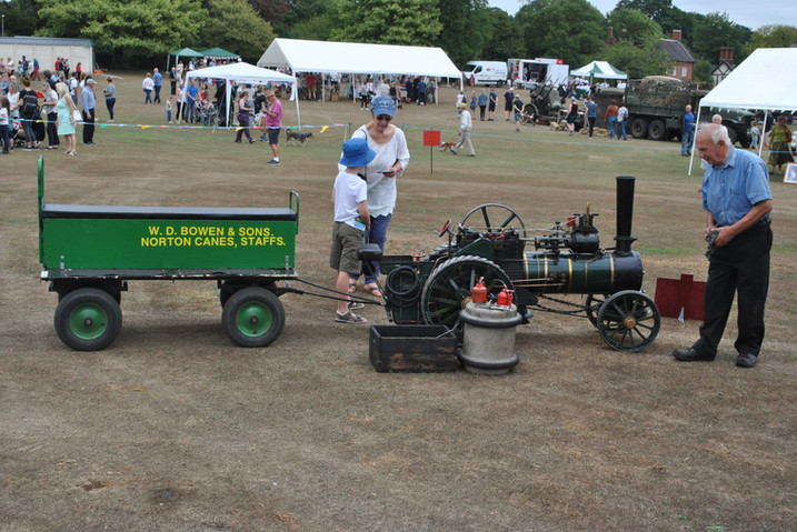 Minature steam engine and trailer