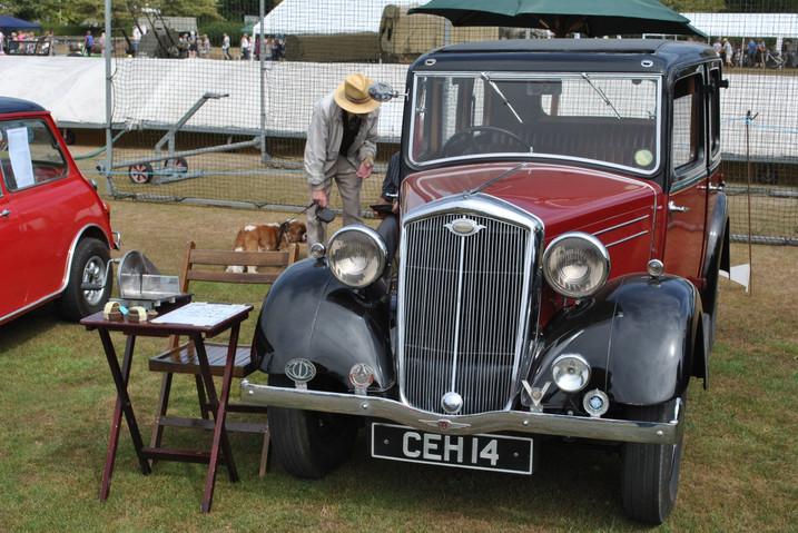 Vintage car at Sandon Fete CEH14