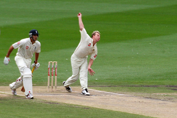 Cricket fast bowler how to bowl fast chest drive good cricket fast bowling technique