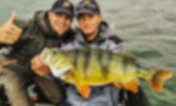 Séjour pêche en bateau france Moniteur Guide de Pêche Fishing Aventure aube