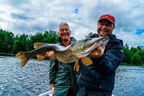 moniteur guide de pêche Brochet cédrick plasseau pêche sportive des carnassiers aux leurres france et etranger fishing aventure