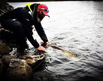 Pêche des carnassiers du bord moniteur guide de pêche aux leurres fishing aventure