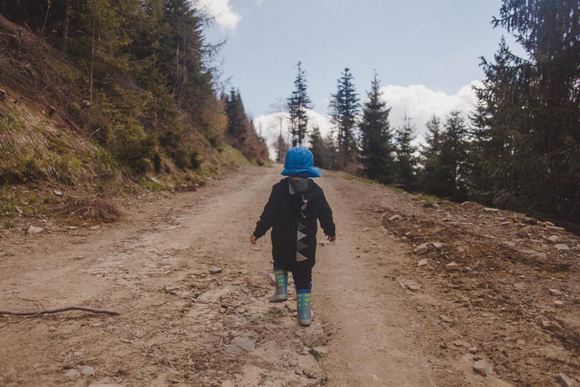 Uwaga! Dziecko na szlaku.