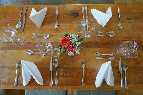 Trautentalwirt Wirtshaus Tisch Weinglas