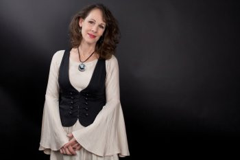 Mountain Fever Records Signs Iconic Singer/Songwriter Irene Kelley