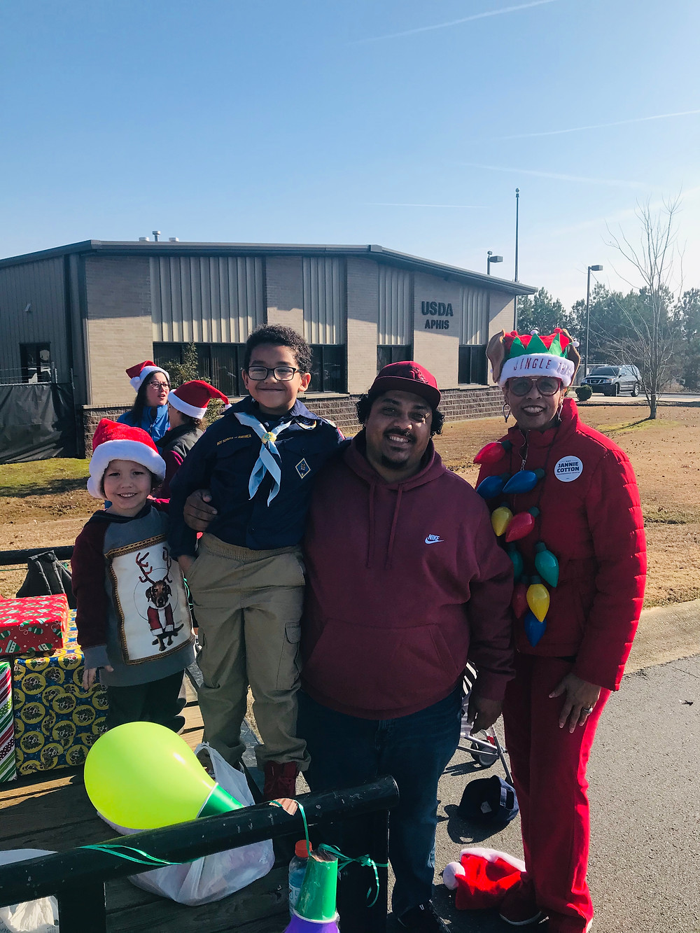 Candidate Jannie Cotton and Sherwood residents at the Sherwood Annual Christmas Parade