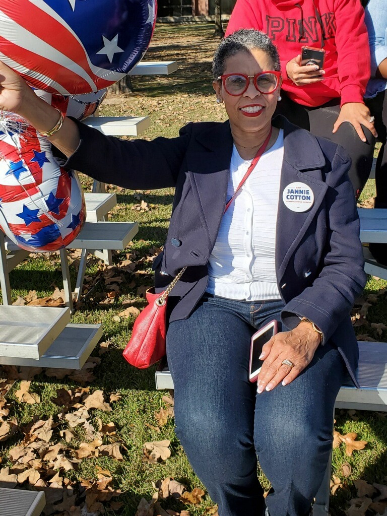 Candidate Jannie Cotton at the Sherwoods Veterans Day Parade
