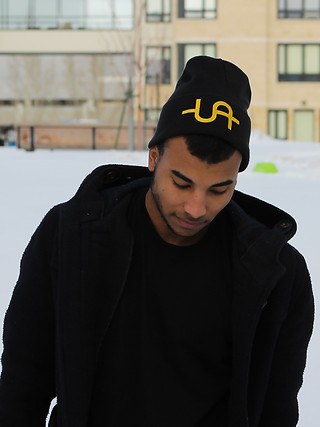 Uadamen Dollar Sign Beanie (Black-Gold)