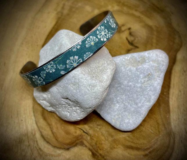 Bracelet Jonc Acier et Papier - Vert bouteille et fleurs blanches
