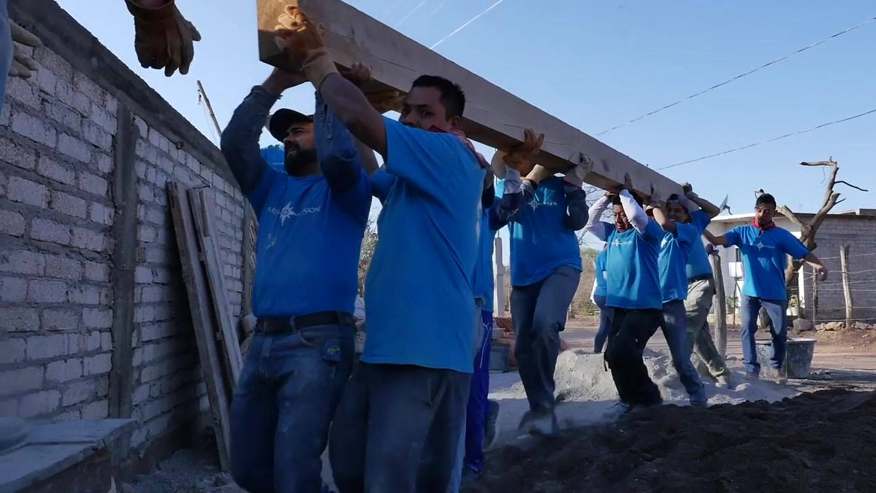 4 Montando Vigas Campaña inscripciones María+Misión Huajicori 2019