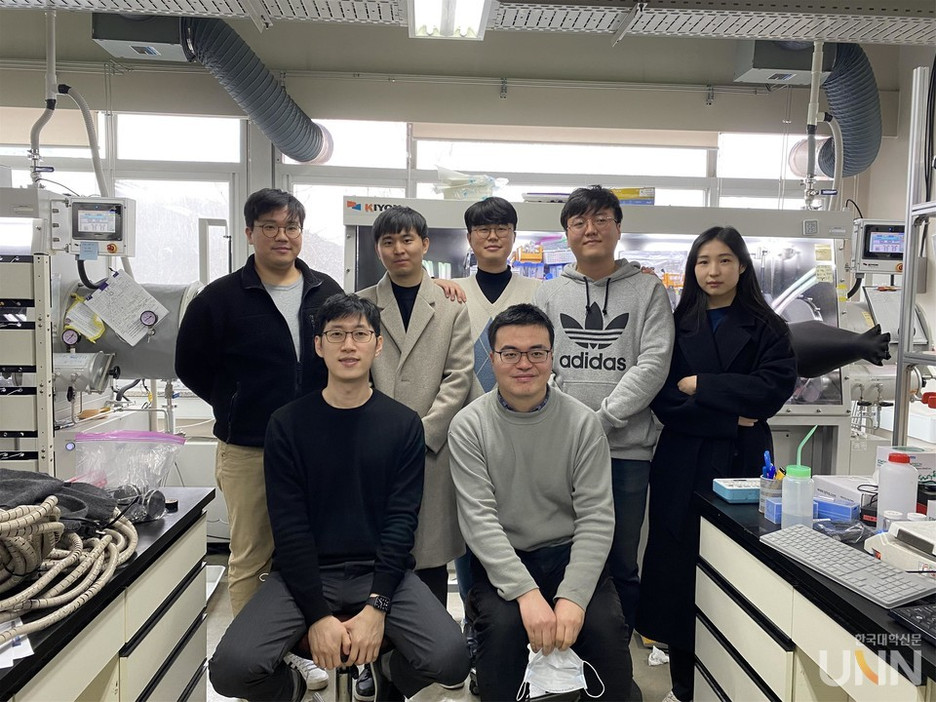 Jongwoo and group member's work on water electrolysis gets attention on media