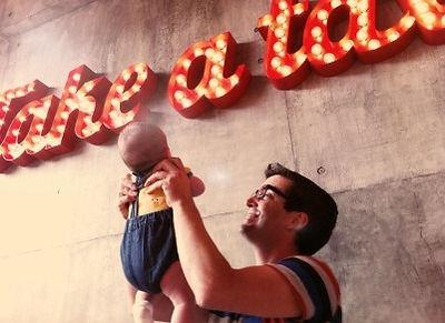 Nacho Caballero con su hijo Óliver