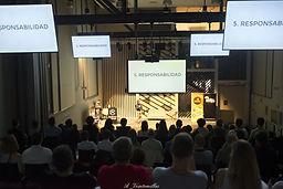 Auditorio lleno viendo Storytelling de Nacho Caballero