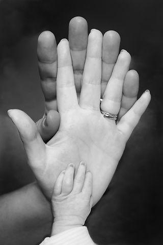 family-1139096_1920.jpg