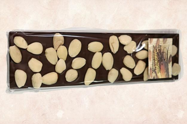 Tablette au chocolat noir avec amandes entières