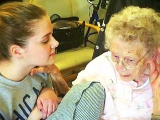 Anciana con Alzheimer recupera memoria al escuchar himno cristiano.