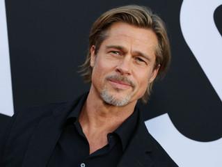 Brad Pitt deja de ser ateo para creer en Jesús.