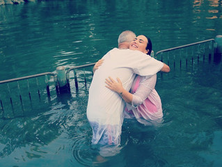 Demi Lovato manifiesta su fe cristiana bautizándose en el Río Jordán