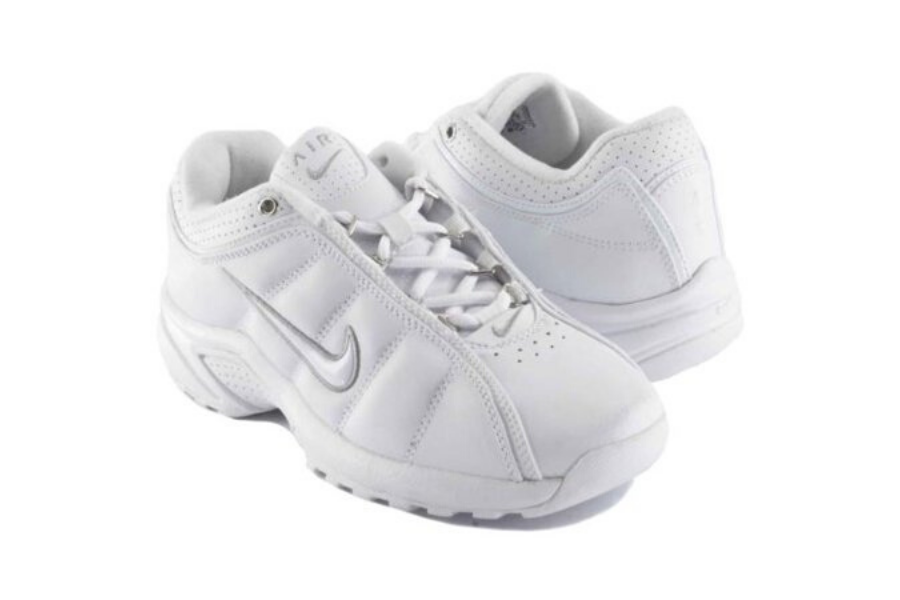 white nike sneakers that look like nursing shoes