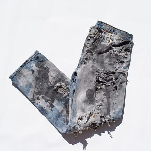 THRASHED LEVIS 501s