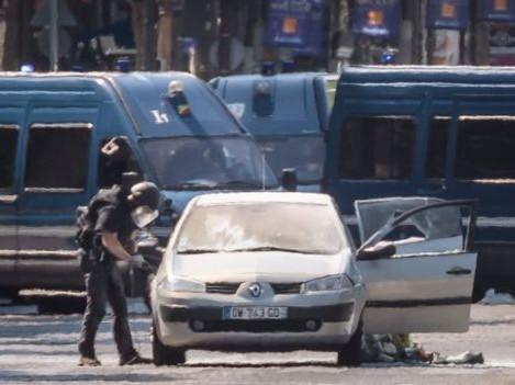 Champs-Elysees attack car 'had guns and gas' - Paris police