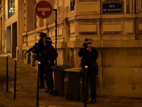 Policeman and suspected gunman shot dead in Paris 'terror attack'