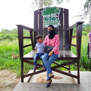 2-girls-giant-chair-min.jpg