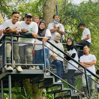 group of friends on girls on tree deck G2G Animal Garden