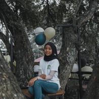 girl with ballon on tree deck