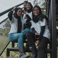 group of girls on tree deck G2G Animal Garden