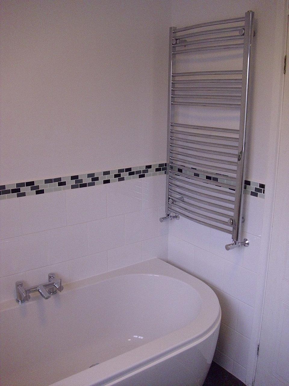 DSCI0010 JPG. Shaun Taylor Bathrooms   Half Tiled