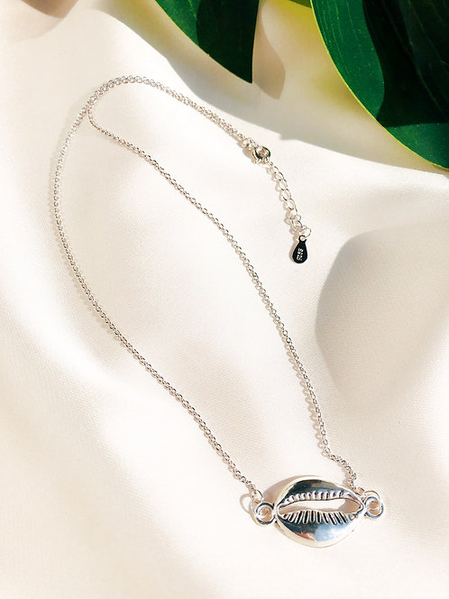 """""""Silver Cowrie"""" Choker-Necklace"""