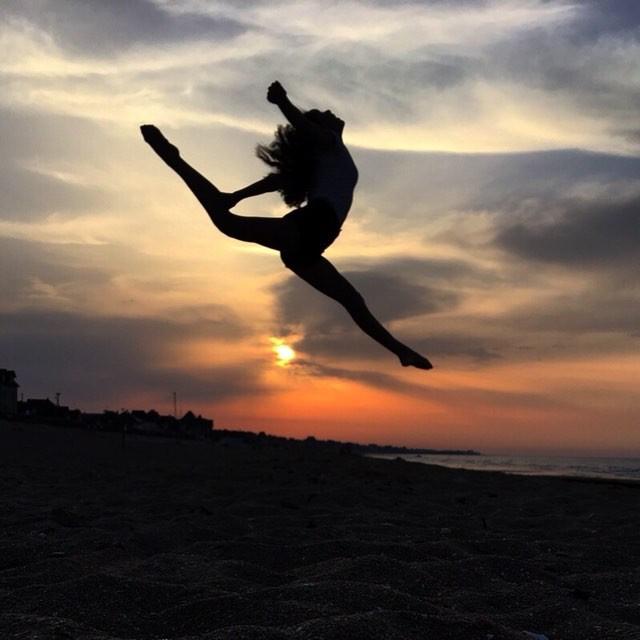 004 - Grand écart au coucher de soleil é