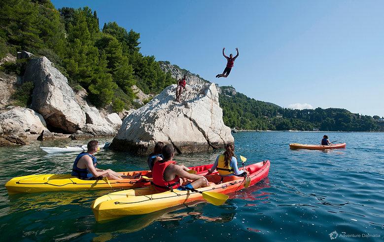 split-cliff-jumping-adventure-kayaking-0