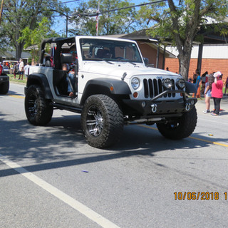 233 Jeep White.JPG