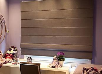 cortina-persiana-romana-marrom-blackout-
