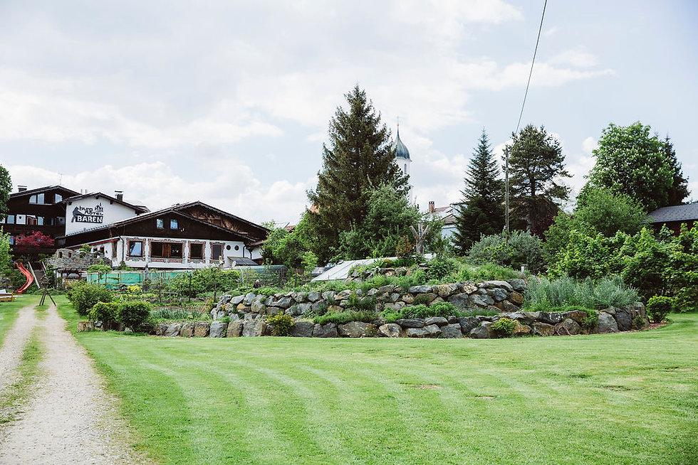BurgHotelBären_Garten_161.jpg