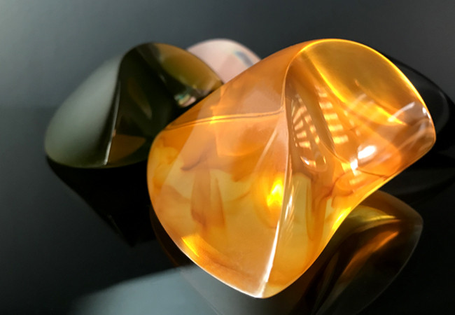 Paperweight Amber resin 3.jpg