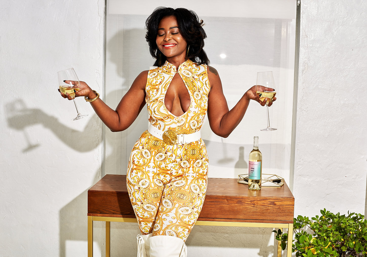 Smiling-woman-in-yellow-jumpsuit-holding