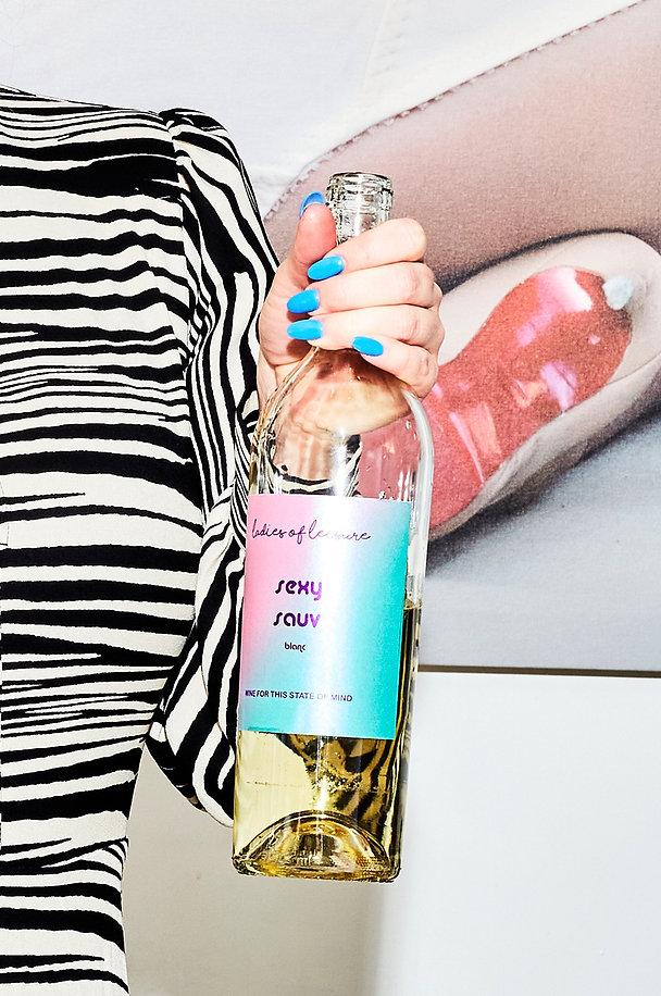 Blue-nails-zebra-top-wine-bottle.jpg