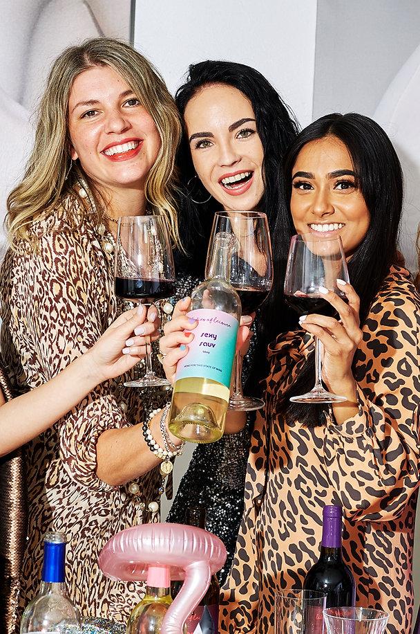 Smiling-women-drinking-wine.jpg