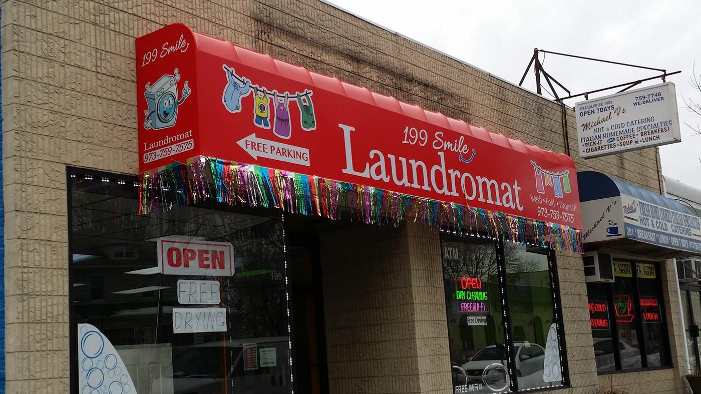 199 Smile Laundromat.jpg