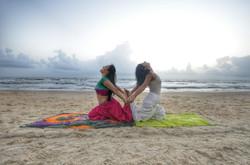 maya e shalini spiaggia