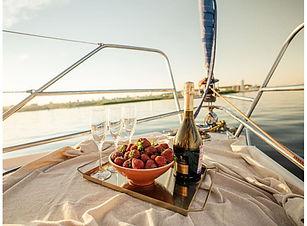Dinner-on-Yacht-min.jpeg